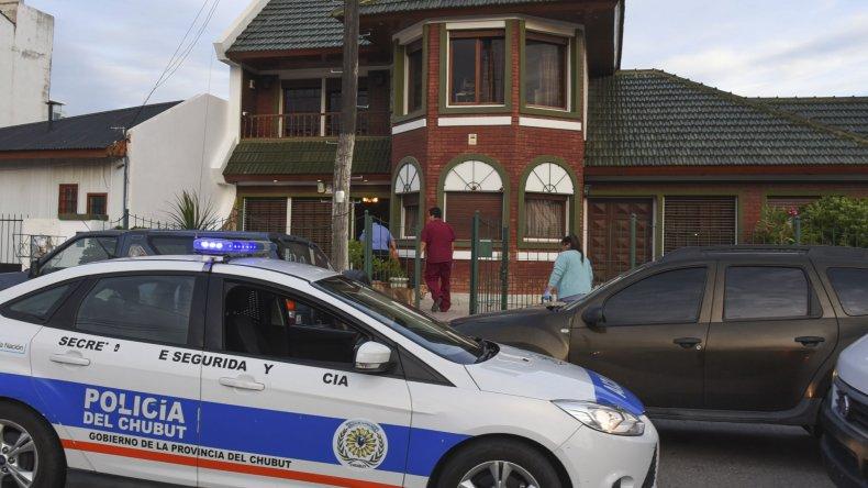 El jefe de familia fue hospitalizado por las heridas sufridas en la cabeza durante el robo.