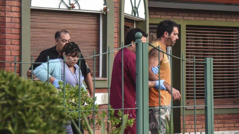 Roban unas 40 armas en violento asalto a una familia en la calle Ramos Mejía