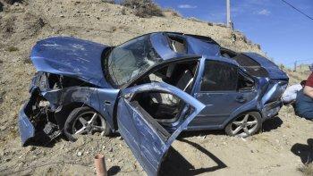 camion embistio un auto y la butaca  de seguridad salvo la vida de un bebe