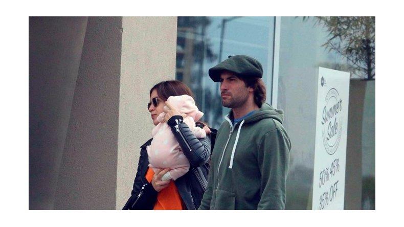 Fuertes críticas a una foto del novio de Zaira Nara con su hija
