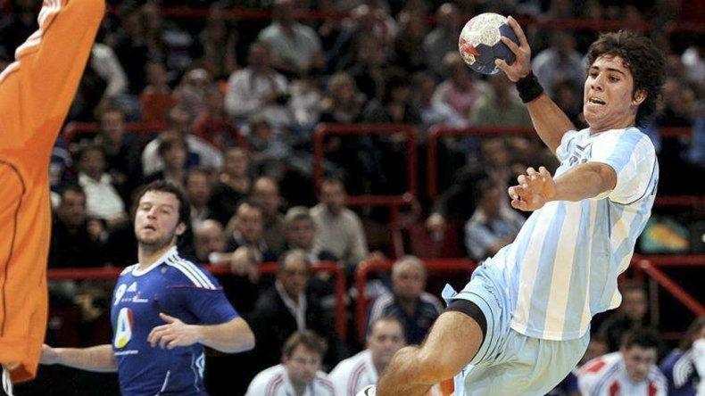 Diego Simonet volvió a vestir la camiseta celeste y blanca tras recuperarse de la rotura de ligamentos de la rodilla derecha.