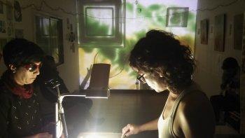Los artistas en uno de los ensayos durante la semana en La Vela Maya, donde hoy estrenan la obra escénica audiovisual.