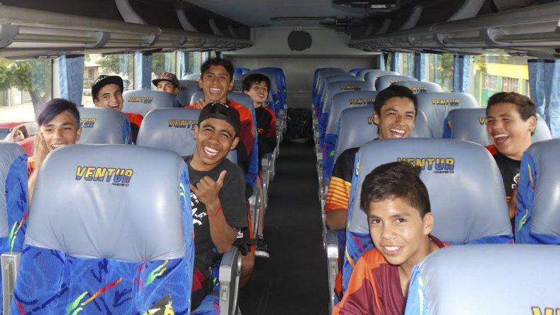 Los chicos de Estudiantes de Caleta Olivia viajaron con la ilusión de hacer un buen papel en el Mundialito.