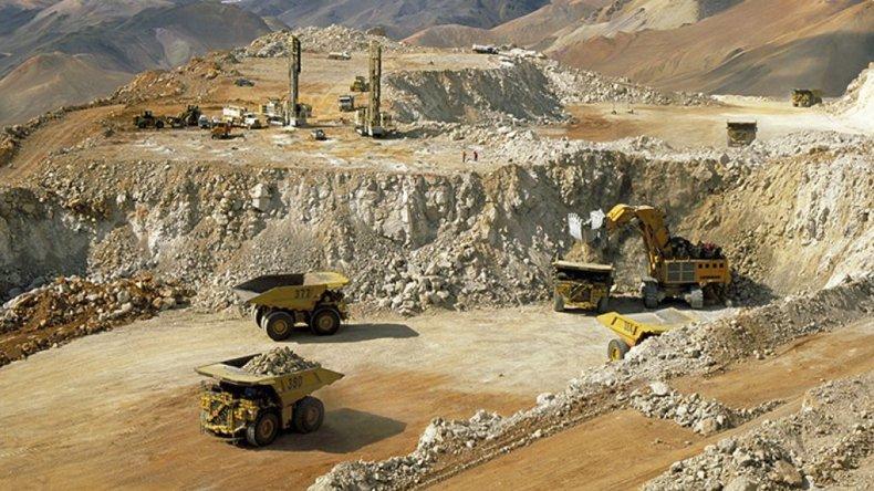 El complejo minero Pascua Lama que explota la multinacional Barrick Gold en San Juan.