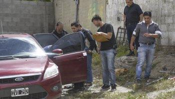 De las seis armas encontradas en el Ford Focus en el que se movilizaba el menor detenido, tres son parte del botín robado en Ramos Mejía al 300. Las otras se presume que fueron utilizadas en el robo.