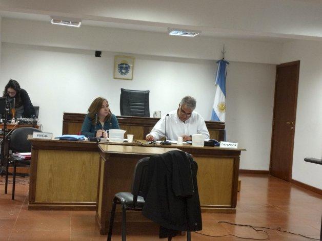 La fiscal Laura Castagno y el defensor público Tomás Malerba participaron de la audiencia desde la Oficina Judicial de Sarmiento.
