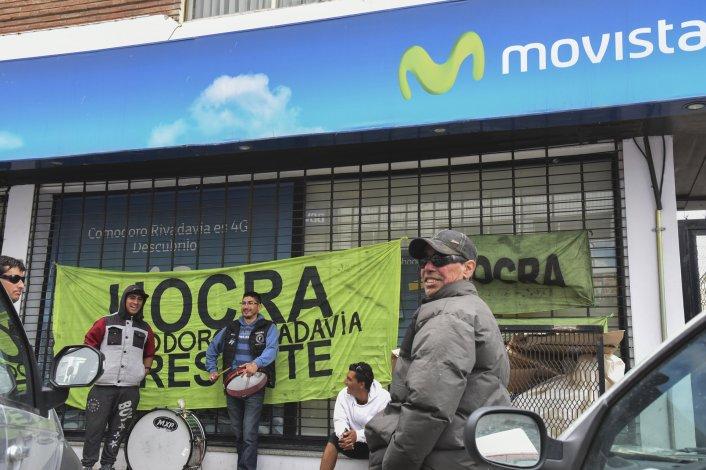 Continúa la manifestación de trabajadores en el edificio de Telefónica.