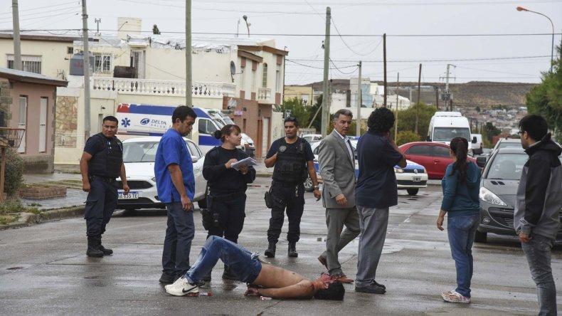 Héctor Morelli al ser atrapado el jueves en el barrio Pueyrredón.