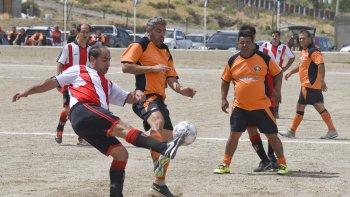 Pueyrredón derrotó por penales 8-7 a Ameghino y de esa manera se convirtió en el primer finalista del torneo de la categoría Master.
