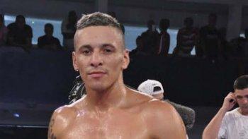 Marcelo Cáceres necesitó de sólo dos rounds para coronarse campeón latino Plata de los Medianos.