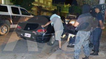 sorprendieron a un oficial con droga para vender en el auto