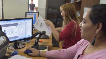 En el curso de los últimos días se intensificó en las oficinas de la Supervisión de Tránsito de Caleta Olivia la renovación de antiguas licencias de conductor por aquellas que tienen vigencia en todo el país.