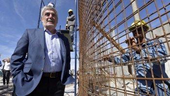 El gobernador Mario Das Neves recorrió ayer, junto al ministro Pagani, las obras que provincia tiene en ejecución en Rawson.