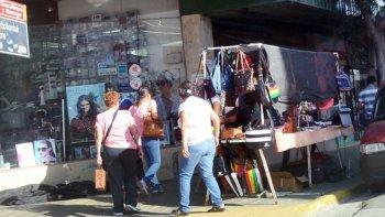 hay 42 vendedores ambulantes habilitados para trabajar en el centro
