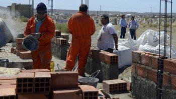 El viceintendente Juan Pablo Luque y el subsecretario Luis Romero recorrieron las obras que se están realizando en el cementerio de Kilómetro 9.