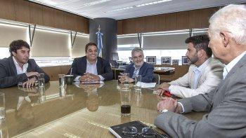 El gobernador Mario Das Neves le pidió ayer a Triaca que avale la jubilación anticipada, por trabajo insalubre, de los obreros de Guilford.