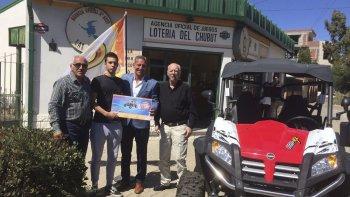 Las autoridades entregaron el premio del Telebingo en la Agencia de barrio Roca.