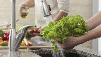 Los hoteles y restaurantes se ven seriamente afectados en su actividad con cada corte de agua.
