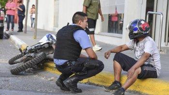 Tras el accidente el motociclista fue hospitalizado con heridas que serían de carácter leve.