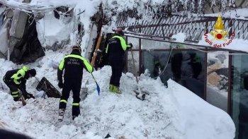 encontraron seis sobrevivientes en el hotel sepultado por la avalancha