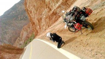 la motociclista que suena con recorrer el mundo