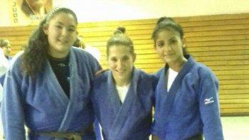 Antonella Smart –der- junto a Candela Bustamante en compañía de la olímpica Paula Pareto en el CeNARD.