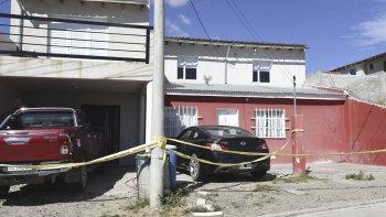 La Policía precintó el lugar para realizar una segunda inspección con la luz del día en busca del proyectil que no dio en el cuerpo de la víctima.