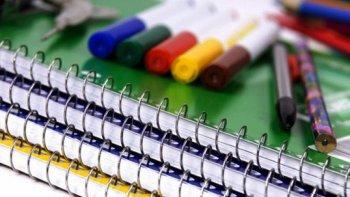 el gobierno provincial comenzo con la entrega de 1.935 kits escolares
