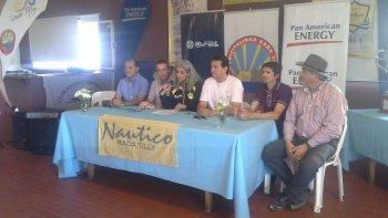 Funcionarios, referentes del club Náutico Rada Tilly y sponsors presentaron la 9° torneo de Hóckey Playas.