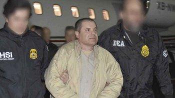 La llegada de Joaquín Guzmán a Estados Unidos luego que México aceptara el jueves por la noche su extradición.