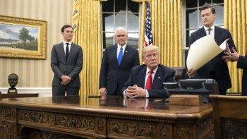 arranco trump: firmo un decreto que comienza a eliminar el obamacare