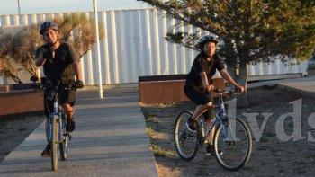bicipolicias recorren las calles de caleta