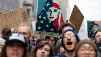 miles de mujeres marchan en contra de trump