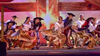 Con un gran despliegue sobre el escenario comenzó la Fiesta Nacional del Chamamé en Corrientes.