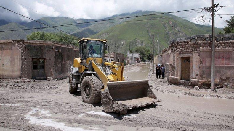 A 12 días del alud en Jujuy continúan los trabajos para limpiar la ciudad en Volcán