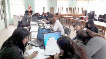 Con los cursos se busca incluir a aquellas personas que no tienen acceso al mundo informático.