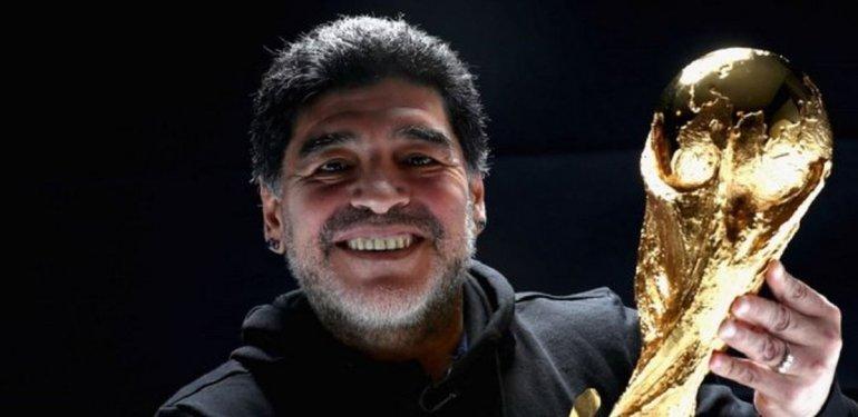 Maradona se reencontró con la Copa del Mundo