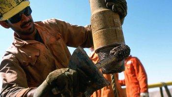 Hoy podría haber una nueva reunión para definir cómo será el trabajo de los petroleros en el futuro inmediato.