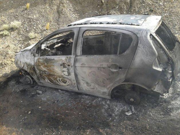 El Fiat Palio fue hallado abandonado y quemado en una zona de playas