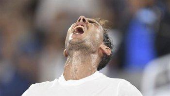 Rafael Nadal celebra con euforia el duro triunfo logrado ayer ante el francés Gael Monfils.