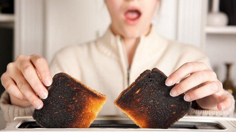 Alertan sobre el peligro de ingerir comida quemada