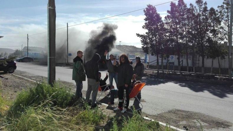 Otro grupo de trabajadores de SP esperan sus indemnizaciones