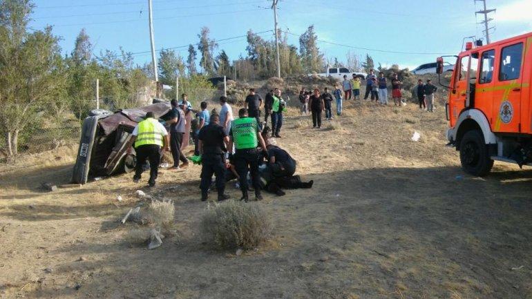 Cuatro heridos por un vuelco en Fracción 14