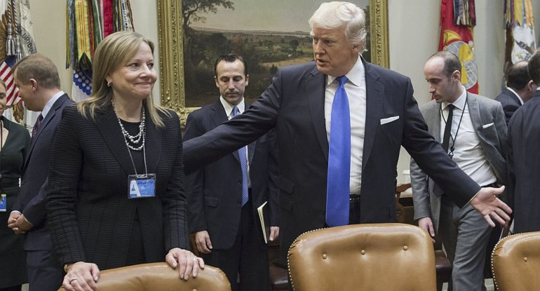 Trump dialoga con Mary Barra