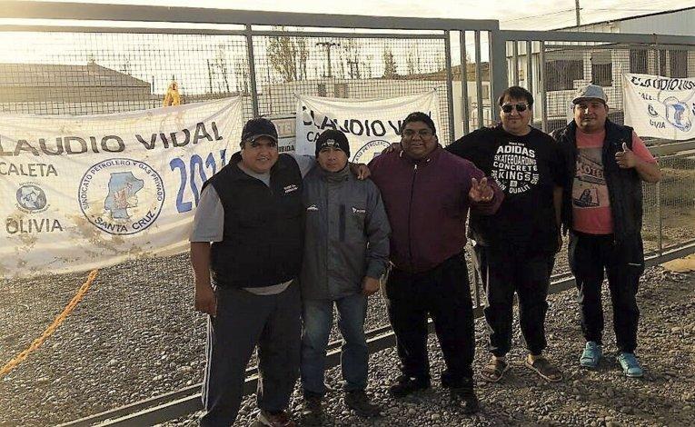 El acceso a los almacenes de la operadora Sinopec permanecía ayer bloqueado por un grupo de trabajadores petroleros.