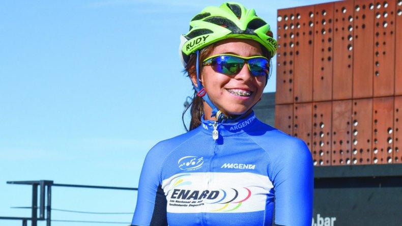 Moira Miranda se mide en dos escenarios nacionales junto a la selección chubutense Junior de triatlón.