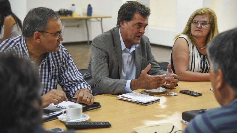 El ministro de Ambiente fue invitado a exponer en el Concejo sobre los problemas con la provisión de agua potable.