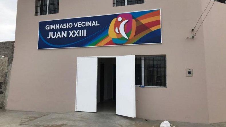 El barrio Juan XXIII inaugura su gimnasio