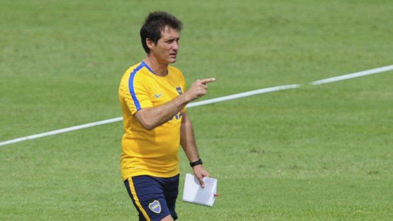 Guillermo Barros Schelotto define el equipo de Boca que se presentará mañana ante River en Mar del Plata.