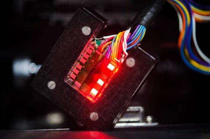 LEDs fabricados por autoensamblaje de partículas